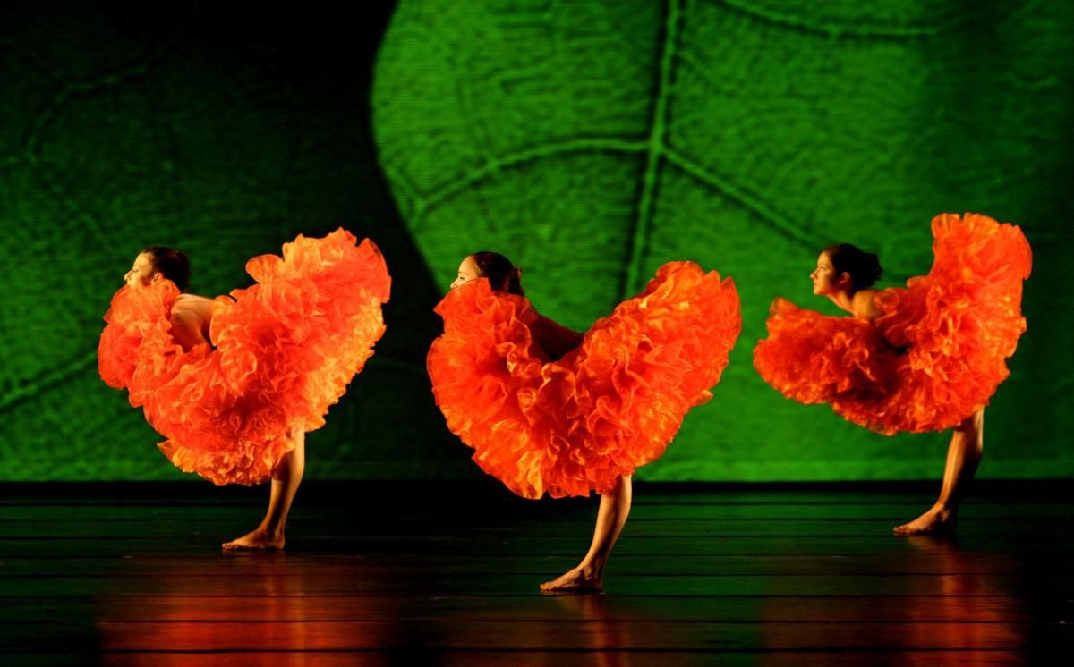 DANCE ST. LOUIS, MOMIX In Botanica (red Feathers), Photo By Max Pucciariello